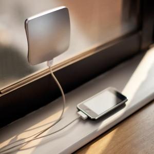 02-solar-battery-phone-recharger
