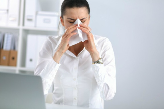 The Wellness Guide to Fighting Office Illness